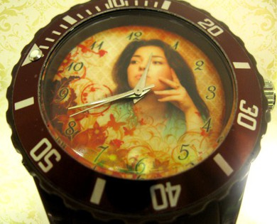 ceas colorat, personalizat pe cadran cu propria poza