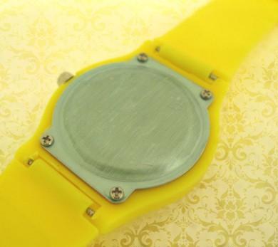 ceasuri din plastic, colorate, personalizate