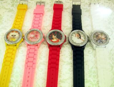 ceasuri colorate, cristale, personalizate cu poza