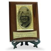 placa gravata text si fotogravura poza, suport lemn